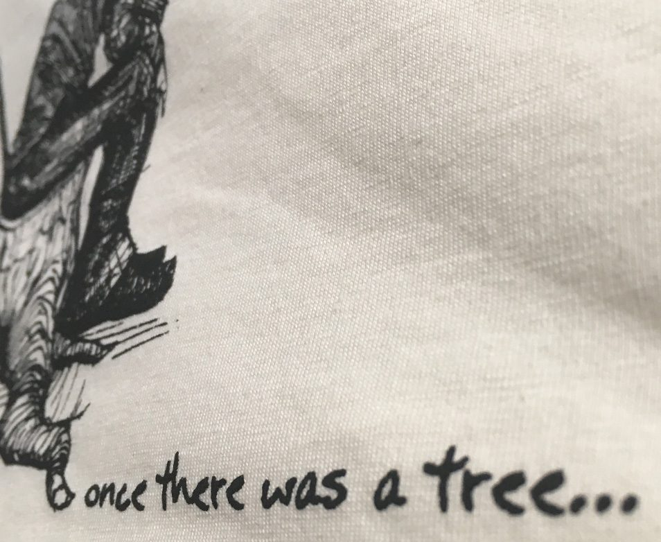 Once there was a tree, shirt, Grafik, illustration, Javan van Zandt, Illustrator, mann, Baumstumpf, Baumstamm, alter mann mit stock und hut, siebdruck, textil druckerei
