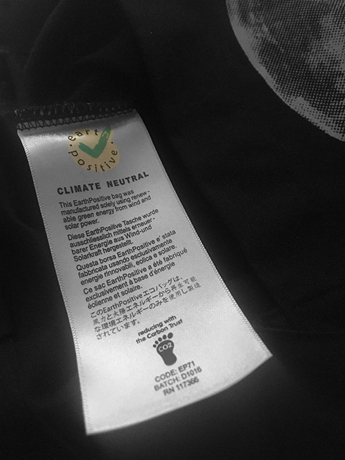Omniscience – Siebdruck auf schwarzer Bio-Baumwolltasche