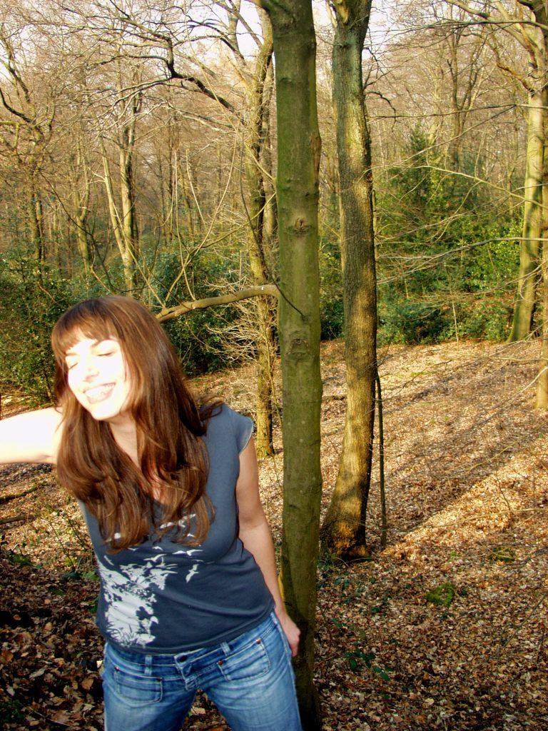 Fotoshooting im Wald - Bedruckte Textilien im Siebdruck - Waldbrand Clothing